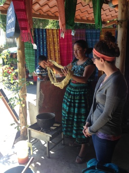Francisca giving a nature dyes demo